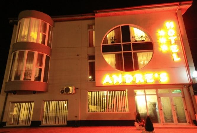 Cazare la Hotel Andre's***